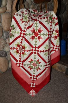 Country Charmer quilt in Christmas colors Star Quilts, Scrappy Quilts, Quilting Projects, Quilting Designs, Quilting Ideas, Crazy Quilting, Patch Quilt, Quilt Blocks, Red And White Quilts