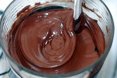 NapadyNavody.sk | 3 tipy na čokoládové polevy, ktoré sa pri krájaní nelámu