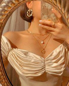 Cream Aesthetic, Gold Aesthetic, Classy Aesthetic, Aesthetic Vintage, Aesthetic Photo, Aesthetic Girl, Aesthetic Pictures, Aesthetic Clothes, Photography Aesthetic