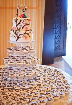 Boda - Lily y Tiered Cakes, Lily, Breakfast, Food, Deserts, Morning Coffee, Essen, Orchids, Meals