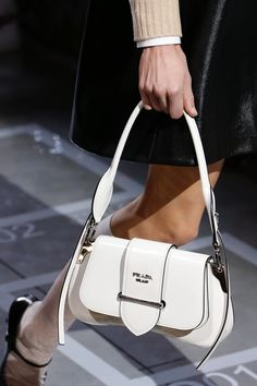 Prada Spring 2019 Ready-to-Wear Collection - Vogue  pradahandbags Prada Bag 43e5f584a22ad