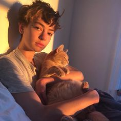 Casey Atypical, Pretty People, Beautiful People, Brigette Lundy Paine, 90s Grunge Hair, Shaggy Pixie, Jessica Parker, I Have A Crush, Poses