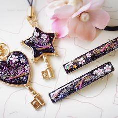 【nico.nico.meg】さんのInstagramをピンしています。 《#夜桜 シリーズ 他にも作りました ヘアクリップはhakomittsu.さんに納品します☺ 後ろのお花ヘアゴムもハンドメイドです #accessory #handmade #桜 #春 #spring #ハンドメイド #レジン #Japanese》
