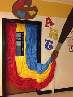 25 Art classroom ideas - Aluno On Middle School Art, Art School, Art Classroom Door, Classroom Ideas, Art Room Doors, Teacher Doors, School Murals, Teaching Art, Elementary Art