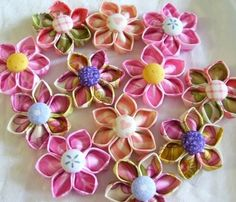 Kanzashi Fabric Flowers Pattern Tutorial ... por SundayGirlDesigns