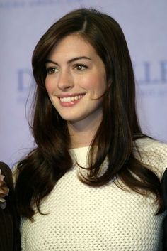 Hair color ideas for brunettes pixie anne hathaway Ideas for 2019 Wedge Hairstyles, Hairstyles Over 50, Older Women Hairstyles, Messy Hairstyles, Hairstyles 2018, Updos Hairstyle, Brunette Hairstyles, Fringe Hairstyles, Feathered Hairstyles