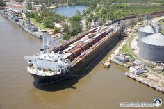 Double-decker Train Ferry 'Bali Sea' docked in Coatzacoalcos, Mexico. Tampa Florida, Bali, Railroad History, Merchant Marine, Rail Car, Train Pictures, Tug Boats, Water Crafts, Belle Photo