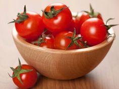 Mascarilla de tomate para limpiar profundamente el rostro
