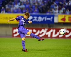 [ J1:第18節 広島 vs 川崎F ] 開始早々の2分、ホームの広島は清水航平(写真)のゴールで幸先良く先制する。清水は今季リーグ戦初ゴールとなった。  2012年7月14日(土):エディオンスタジアム広島