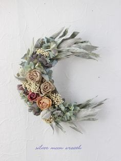 silver moon wreath|フラワー・リース|Rakas|ハンドメイド通販・販売のCreema Sola Wood Flowers, Dried Flowers, Diy Arts And Crafts, Fun Crafts, Fall Wreaths, Christmas Wreaths, How To Make Wreaths, Diy Wreath, Flower Crafts