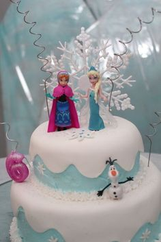 frozen disney birthday ideas | Lovely cake at a Disney Frozen Birthday Party! See more party ideas at ...
