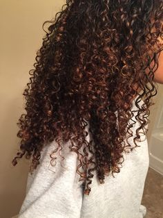 curly hair of girls: beautiful curl definition