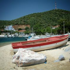 "Boats completa la serie dedicata alla favolosa penisola Calcidica nel nord della Grecia. ViaggioBlues ne parla nell'articolo ""Il farmacista di Sikia"" www.viaggioblues.it #grecia #greece #kassandra #calcidica #instagreece #instagood #visitgreece #boat #color #sithonia #photooftheday #greecelover_gr #travel_greece  #instaphoto #mediterranean"