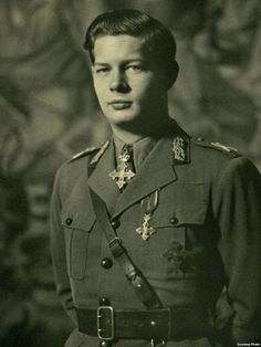 King Michael of Romania, Royal Photography, Vintage Photography, Michael I Of Romania, Romanian Royal Family, Peles Castle, Grand Duchess Olga, Central And Eastern Europe, Military Police, Princess Anne
