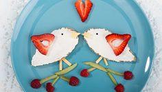 Brot Frischkäse Erdbeeren Himbeeren Kiwi lecker Essen Kinder Vögel Vogelpaar