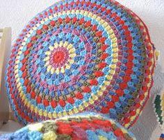 tangled happy: Granny Circle Cushion