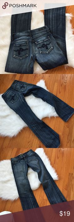🎀 Guess 28 Jeans Great condition perfect. No low balls ✋🏻 No trades ❌ Guess Jeans Flare & Wide Leg