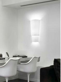 Aplique dos pisos con 3 luces ideal para salones e instalaciones. Ref. 2386, en telas lisas o cinta según muestrario. Diseñado por Racolab. http://www.raco-ambient.com/racoclassics/lampara/ref-2386/ http://www.raco-ambient.com/