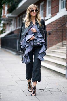Weite Ärmel, Black Trousers & Glasses <3