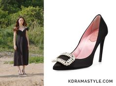 Moo Ra (Krystal 크리스탈) wears black heels with crystal embellished buckles in Episode 7 of Bride of the Water God. They are the Roger Vivier Sexy Choc Crystal-Buckle Pumps. Get them HERE for $1,750. Available from: Roger Vivier – $1,750   See more of...
