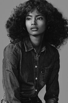 lovelostfashionfound: Malaika Firth - Vogue Russia June 2015 - Just hair - Pretty People, Beautiful People, Curly Hair Styles, Natural Hair Styles, Portrait Studio, Vogue Russia, Vogue Spain, Vogue Korea, Black Models