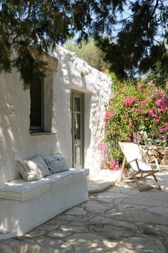 House at Patmos island, Dodecanese, Greece Adobe Haus, Greek House, Outdoor Living, Outdoor Decor, Outdoor Life, Outdoor Walls, Outdoor Furniture, Mediterranean Style, Renting A House