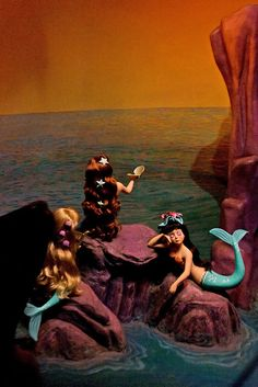 i LOVE the mermaids!