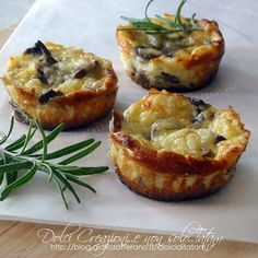 Sformatini ricotta e funghi, ideali come finger-food o antipasto - Health Food Ricotta, Finger Food Appetizers, Finger Foods, Low Carb Recipes, Cooking Recipes, Healthy Recipes, Antipasto, Confort Food, Sandwiches