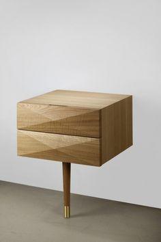 india mahdavi — architecture and design - scott - table de chevet - noyer ou chêne massif pied tenté noir et laiton h55/60 x l46 x p42,5