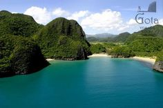 Very little is known about Caramoan. Isolated from the rest of Camarines Sur, it is no surprise why Philippine's Secret Paradise remains unexploited from commercial tourism. Regions Of The Philippines, Philippines Beaches, Vacation Places, Dream Vacations, Vacation Spots, Caramoan Island, Islands, Spring Resort, Palawan