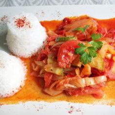 Tökös lecsó Vegan Vegetarian, Vegetarian Recipes, Thai Red Curry, Bacon, Veggies, Favorite Recipes, Meals, Ethnic Recipes, Food