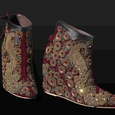 New indian bridal shoes fashion styles 30 Ideas Bridal Shoes Wedges, Bridal Sandals, Bridal Boutique Interior, Stylo Shoes, Indian Designer Outfits, Bridal Gifts, Indian Bridal, Wedding Shoes, Wedding Outfits
