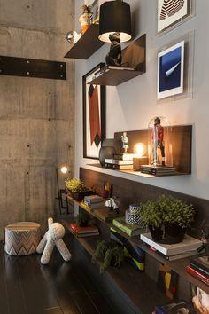 décoration étagère, mur béton, puppy chair dalmatien Eero Aarnio