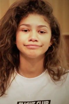 Watch Zendaya Cover Her Acne Scars With No Other Makeup On