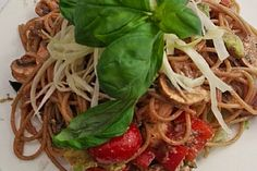 Spaghetti-Salat mit Avocado, Cherry-Datteltomate, Paprika, Champignons, Avocado (Rezept mit Bild)   Chefkoch.de