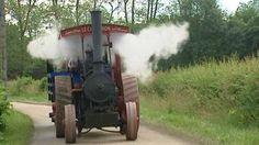 """Je siffle comme une vieille locomotive. J'ai un gabarit de moissonneuse batteuse. J'ai plus de 100 ans. Qui suis-je?  Une """"routière"""", ou si vous préférez, un très très vieux tracteur agricole qui a vu le jour au tout début des années 1900. Ce week-end, j'étais la reine du Festi'vapeur de Chassenard."""