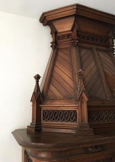 Large antique Neo-Gothic style fireplace with hood in carved calnut, 19th century