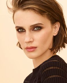 Your source for everything dedicated to the beautiful and talented French model and actress Marine Vacth. You can find here the latest news, edits or interviews of the Jeune et Jolie star. Blue Makeup, Hair Makeup, Chanel, Short Bob Haircuts, Model Face, Dream Hair, Organic Beauty, Beige, Beautiful Eyes
