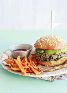 Veggie burger or not Gourmet Burgers, Vegan Burgers, Veggie Sandwich, Greens Recipe, Snacks, Dessert, Street Food, Food Inspiration, Love Food