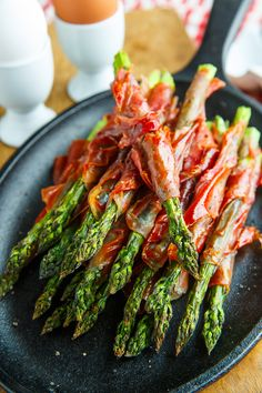 Crispy Prosciutto Wrapped Asparagus Fries Recipe : Asparagus spears wrapped in salty prosciutto and cooked until the asparagus is tender and the prosciutto is perfectly crispy! Asparagus Fries, Prosciutto Wrapped Asparagus, How To Cook Asparagus, Asparagus Recipe, Fresh Asparagus, Asparagus Spears, Baked Asparagus, Vegetable Side Dishes, Lunches And Dinners