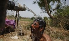 Temperatures as high as 50 degrees C [122 F] raise death toll over 1500 in India: Is this a glimpse of Earth's future:  A man takes bath under the tap of a water tanker on a hot day in Ahmadabad. #auspol