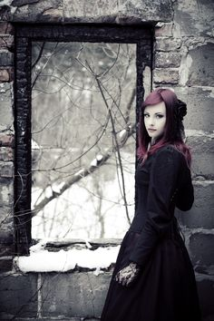 Delzara (should she have this color hair? keep in mind she is not a human, so she can a hair color not natural to humans)