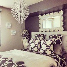 Our Montecito Bedding looks marvelous in @catherinealexander's bedroom.