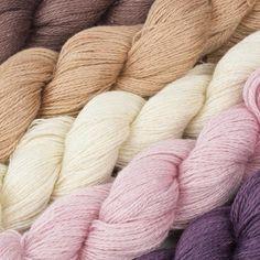 Kremke Soul Wool YakuSi is samengesteld uit edele vezels yak en zijde. Het garen is puur genieten voor iedereen die houdt van zacht met een lichte glans zonder daarbij de aaibaarheid te moeten inleveren.