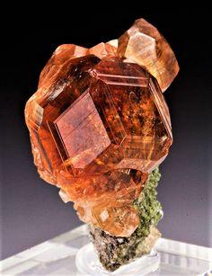 Grossular - Jeffrey Mine, Asbestos, Shipton Township, Richmond Co. Natural Crystals, Stones And Crystals, Natural Gemstones, Gem Stones, Minerals And Gemstones, Rocks And Minerals, Beautiful Rocks, Mineral Stone, Rocks And Gems