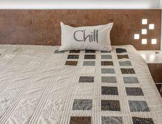Zen Chic Quilt Color Chart, kostenlose deutsche Nähanleitung für einen modernen Quilt in Doppelbettgröße, zu Nähen mit Charmpacks
