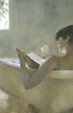 Mulher lendo no banho