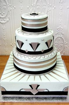 Crisp gold and black details pop against the light grean background of this Art Deco-inspired cake.