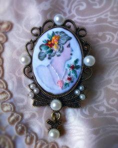 Um Pontinho – Bordados feitos a mão #umpontinho #bordado #embroidery #handmade #feitoamao #fashionjewelry #jewelry #slowfashion
