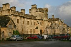 File:Cirencester Park Gates and Cecily Hill Barracks - geograph.org.uk - 531398.jpg